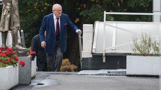 Jean-Marie Le Pen arrive au siège du Front national, le 20 août 2015, à Nanterre (Hauts-de-Seine). (ZIHNIOGLU KAMIL/SIPA)
