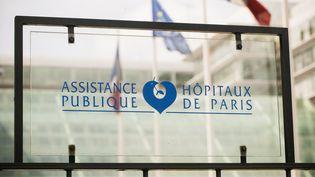 Devantl'hôpital Georges-Pompidou, à Paris, le 29 mai 2015. (CITIZENSIDE / AURÉLIEN MORISSARD / AFP)