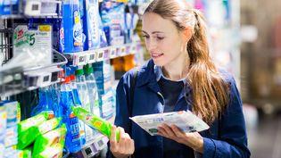 Certains composants des produits ménagers et des produits d'hygiènes pourraient avoir des effets nocifs sur le système hormonal et la santé. (VOISIN / PHANIE / AFP)