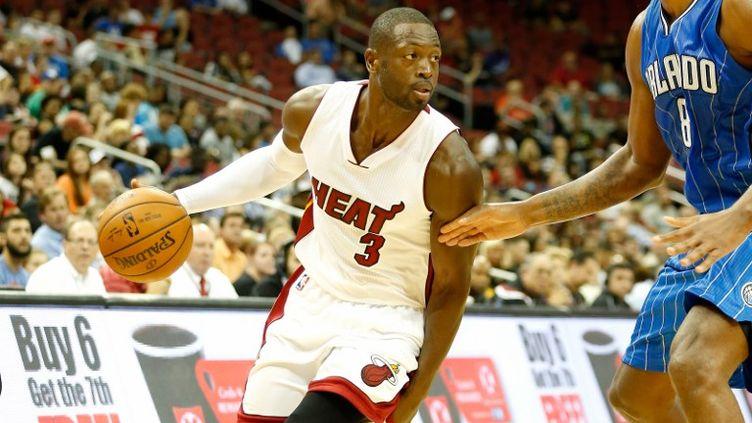 L'arrière du Heat de Miami, Dwyane Wade, s'est montré décisif dans le money time. (ANDY LYONS / GETTY IMAGES NORTH AMERICA)