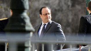 Le chef de l'Etat François Hollande se rend le 24 février 2017 aux obsèques du président de la FNSEA Xavier Beulin, à la cathédrale Sainte-Croix d'Orléans. (ERIC MALOT / MAXPPP)