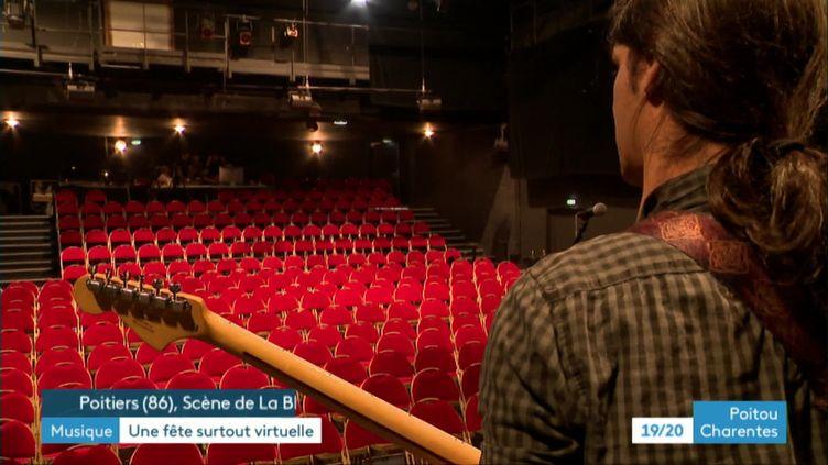Le groupe de rock UnCut enregistre sa prestation pour la fête de la musique dans une salle vide (France 3 Poitou-Charentes)