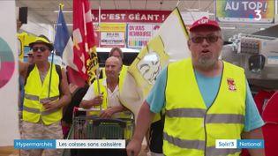 Des manifestants en gilet jaune protestent à Angers contre l'ouverture d'un magasin le dimanche et sans caissière (France 3)
