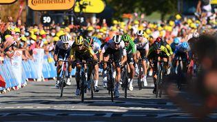 L'arrivée au sprint à Privas lors du Tour de France 2020, et la victoire de Wout van Aert. (POOL / BELGA MAG)