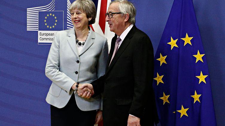Theresa May et Jean-Claude Juncker, le 8 décembre 2017, à Bruxelles. (ALEXANDROS MICHAILIDIS)