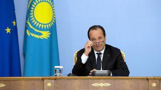 François Hollande tient une conférence de presse lors d'une visite à Astana (Kazakhstan), le 5 décembre 2014. (ALAIN JOCARD / AFP)