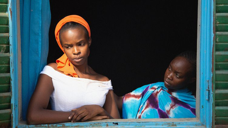 """Achouackh Abakar et Rihane Khalil Alio dans""""Lingui, les liens sacrés"""" deMahamat-Saleh Haroun (2021). (PILI FILMS : MATHIEU GIOCOMBINI)"""