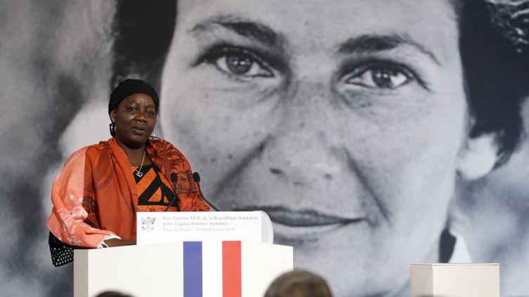 La CamerounaiseAissa Doumara Ngatansou a reçu le premier prix Simone Veil, le 8 mars 2019. (THIBAULT CAMUS / POOL)