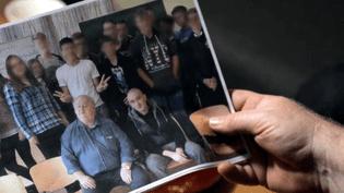 """COMPLÉMENT D'ENQUÊTE/FRANCE 2.""""Avant, j'étais néo-nazi"""" : cet ancien militant dans un groupuscule d'extrême droite fait de la prévention dans les écoles allemandes (COMPLÉMENT D'ENQUÊTE/FRANCE 2)"""
