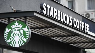Illustration du logo des cafés Starbucks, en avril 2018.  (JAAP ARRIENS / NURPHOTO / AFP)
