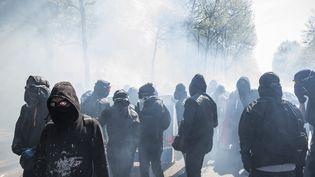 Des heurts surviennent en marge d'une manifestation à Paris, le 19 avril 2018. (MAXPPP)