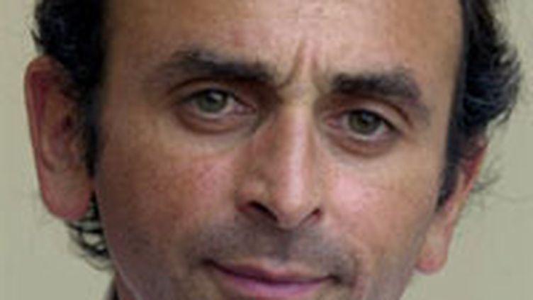 Eric Zemmour, le 10 août 2002 au salon du livre de Cabourg. (AFP/MYCHELE DANIAU)