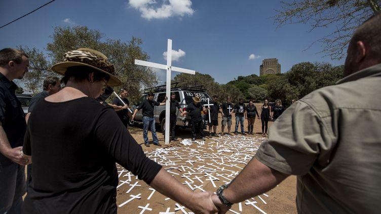 Manifestation des fermiers blancs devant le monument des pionniers boers, le Voortrekker Monument de Pretoria, le 30 octobre 2017.