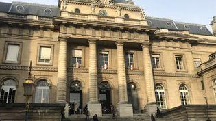 Le palais de justice de Paris, où se trouve la Cour d'assises spéciale (illustration). (LAURE DEBEAULIEU / FRANCE-INFO)