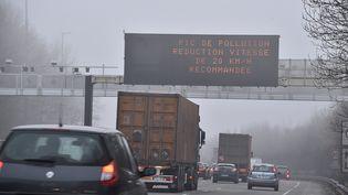 Alerte aux particules fines dans le nord de la France, à Lille, le 18 mars 2015. (  MAXPPP)