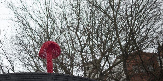 Un champignon signé Christiaan Nagel dans une rue de Londres.  (Ben Stansall / AFP)