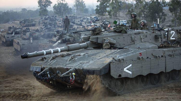 Un char israélien près de la frontière entre Israël et la bande de Gaza, en novembre 2012. (MENAHEM KAHANA / AFP)