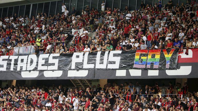 Une banderoledéployée lors du match Nice-Marseille, le 29 août, qui a été interrompu pour des chants homophobes. (MEIFFRET - OTTONELLO / MAXPPP)