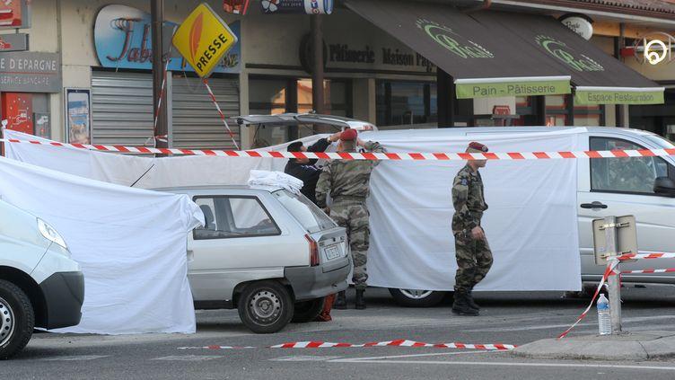 Les deux militaires tués à Montauban jeudi 15 mars ont été pris pour cible alors qu'ils retiraient de l'argent non loin de leur caserne. (ERIC CABANIS / AFP)