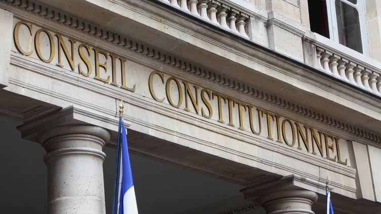 Le fronton du siège du Conseil constitutionnel, à Paris. (MANUEL COHEN / AFP)