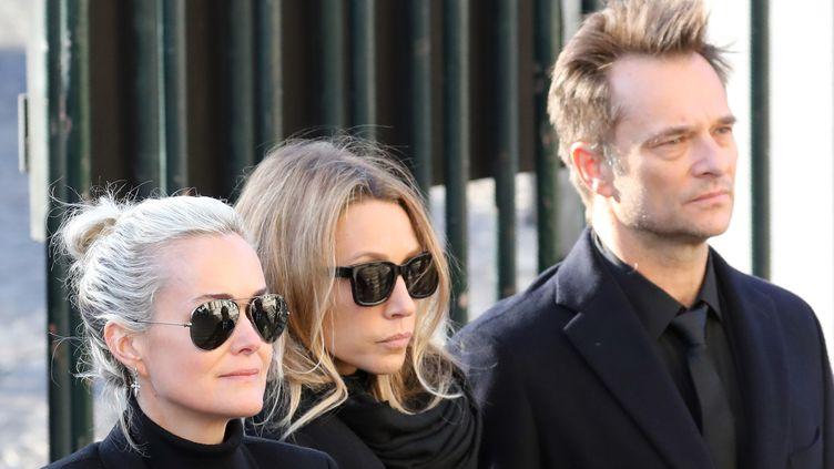 Laeticia Hallyday, Laura Smet et David Hallyday à l'église de la Madeleine à Paris, le 9 décembre 2017. (LUDOVIC MARIN / AFP)