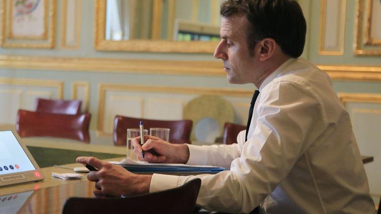 Emmanuel Macron à l'Elysée, à Paris, le 10 mars 2020. (MICHEL EULER / AFP)