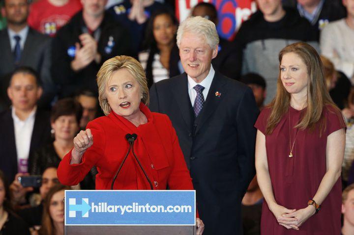 Hillary Clinton, candidate aux primaires démocrates, le soir des caucus dans l'Iowa, à Des Moines (Etats-Unis), le 1er février 2016. (WIN MCNAMEE / GETTY IMAGES NORTH AMERICA / AFP)