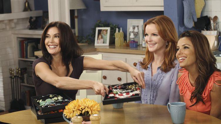 """De gauche à droite : Teri Hatcher, Marcia Cross et Eva Longoria jouent respectivementSusan, Bree et Gabrielle, dans la saison 1 de la série """"Desperate Housewives"""". (RON TOM / DISNEY ABC TELEVISION GROUP)"""