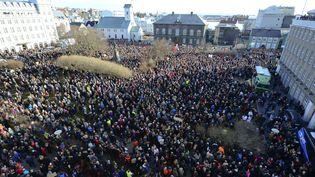 """Des milliers d'Islandais ont réclamé la démission du Premier ministre, lundi 4 avril 2016 à Reykjavik (Islande), après les révélations des """"Panama Papers"""". (REUTERS)"""