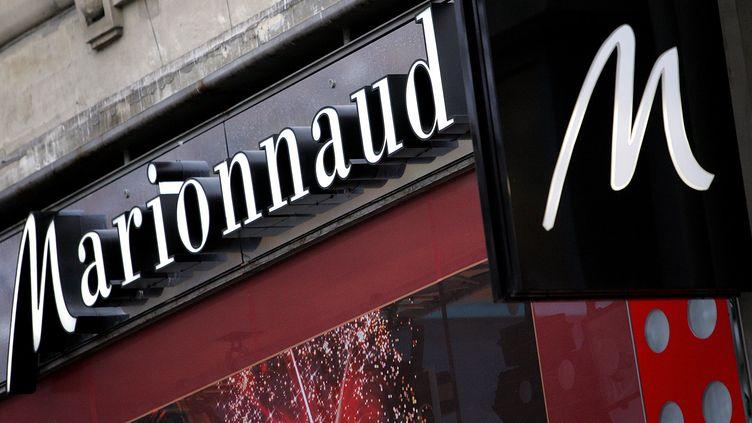 Le magasin Marionnaud des Champs-Elysées, à Paris, en décembre 2004. (FRANCK FIFE / AFP)