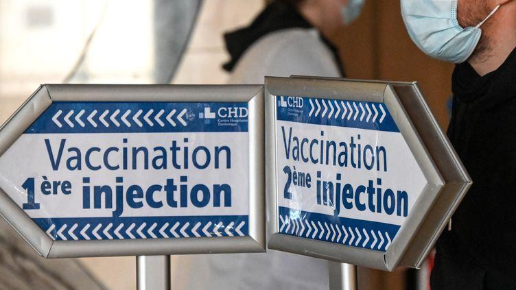 Un espace de vaccination (illustration). (DENIS CHARLET / AFP)