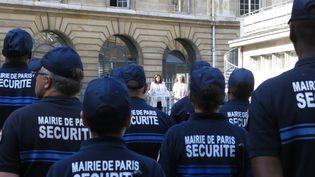 Anne Hidalgo est venue saluer les nouvelles recrues de la future police municipale parisienne, au siège de la direction de la sécurite de Ville, place Baudoyer (IVe), le 16 juillet 2019. (BENOIT HASSE / MAXPPP)