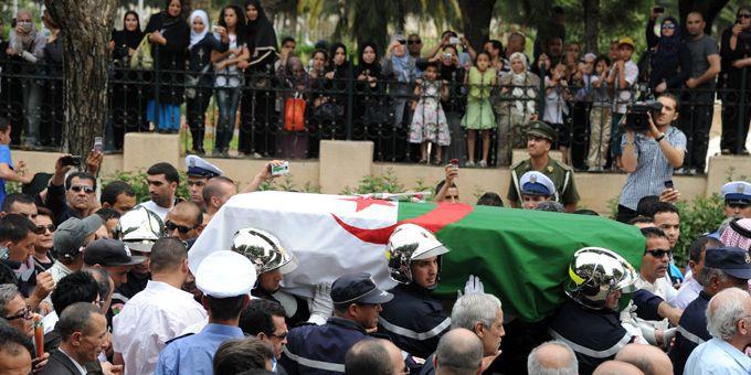 L'hommage des Algérois à Warda (19/05/2012)  (AFP / Farouk Batiche)