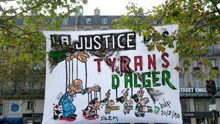 """Mobilisation de la communauté Algérienne en soutien au """"Hirak"""" en Algérie. Place de la république à Paris, le 20 septembre 2020. (NATHANAEL CHARBONNIER / RADIO FRANCE)"""