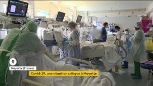 Le département de Mayotte est confronté à une flambée de contaminations au variant sud-africain du coronavirus, jeudi 18 février. Les décès ont été multipliés par trois le week-end dernier. (FRANCEINFO)