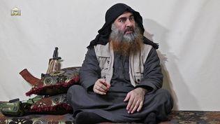 Une image d'Abou BakrAl-Baghdadi issue d'une vidéo de propagande, diffusée le 29 avril 2019. (AL-FURQAN MEDIA / AFP)