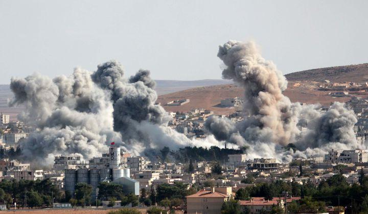 La ville de Kobani(Syrie) après une frappe aérienne contre l'EI, le 15 octobre 2014. (OMER URER / ANADOLU AGENCY / AFP)
