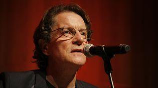Francis Cabrel, le 22 avril 2015 lors d'un concert au Petit palais, à Paris. (MATTHIEU ALEXANDRE / AFP)