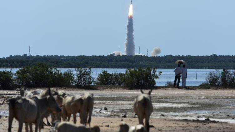 Une fusée décolle de la base deSriharikota (Inde), le22 juin 2016. (ARUN SANKAR / AFP)