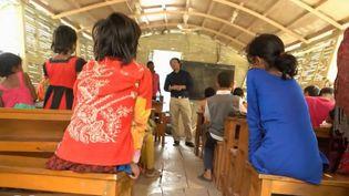 Un bateau école au Bangladesh. (FRANCE 2)