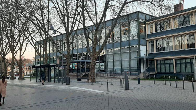 La mairie de Sarreguemines, le 1er mars 2021. (SEBASTIEN BAER / RADIOFRANCE)