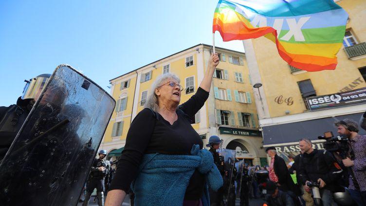 """Geneviève Legay, dans la manifestation des """"gilets jaunes"""" à Nice, le 23 mars 2019.  (VALERY HACHE / AFP)"""