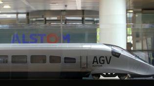 Une maquette de train à grande vitesse Alstom, au siège de la société, à Saint-Ouen, le 4 mai 2017. (GONZALO FUENTES / REUTERS)