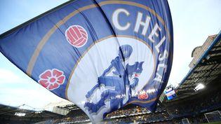 Le drapeau de Chelsea, avant un match de Premier League entre Cherlsea et Everton, à Londres, le 6 août 2019. (JUSTIN TALLIS / AFP)