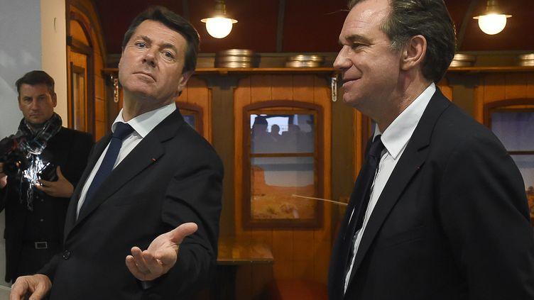 Renaud Muselier (à droite), alors candidat Les Républicains aux élections régionales dansla région Paca, en compagnie de sa tête de liste, Christian Estrosi, le 8 décembre 2015 à Marseille. (BORIS HORVAT / AFP)