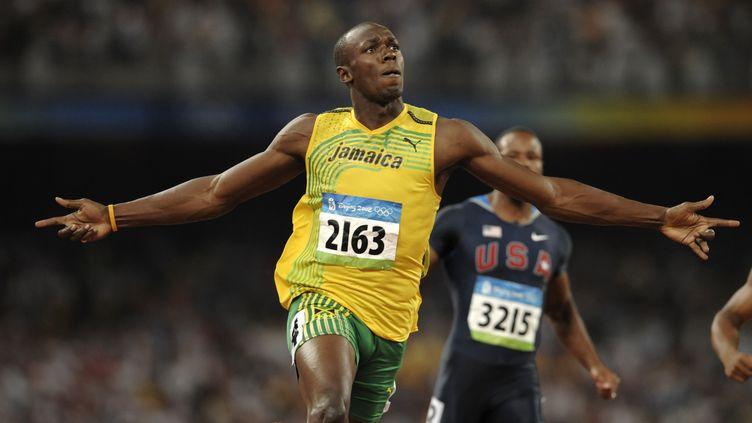 Usain Bolt après sa victoire sur 100m aux Jeux Olympiques de Pékin (OLIVIER MORIN / AFP)
