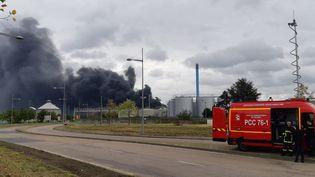 L'incendie de l'usine Lubrizol à Rouen, le 26 septembre 2019. (MATHILDE DEHIMI / FRANCE INTER / RADIO FRANCE)