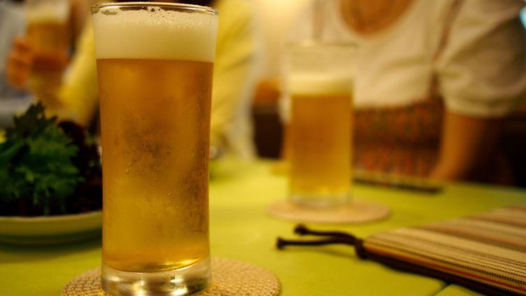 Les Brasseurs de France font état d'une baisse de la production de bière de 16,5% sur les six premiers mois de l'année 2013. (T. KURACHI / FLICKR RF / GETTY IMAGES)