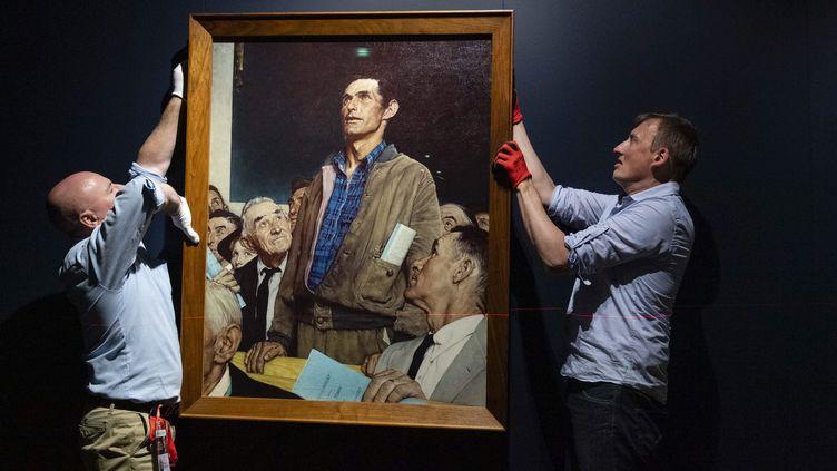 """Installation de l'exposition : Rockwell, Roosevelt et les quatre libertés. Sur la photo """" Freedom of Speech """". (PHILIPPE RENAULT / MAXPPP)"""
