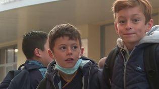 Écoles : 12 nouveaux départements font tomber le masque dans les classes de primaire (France 3)
